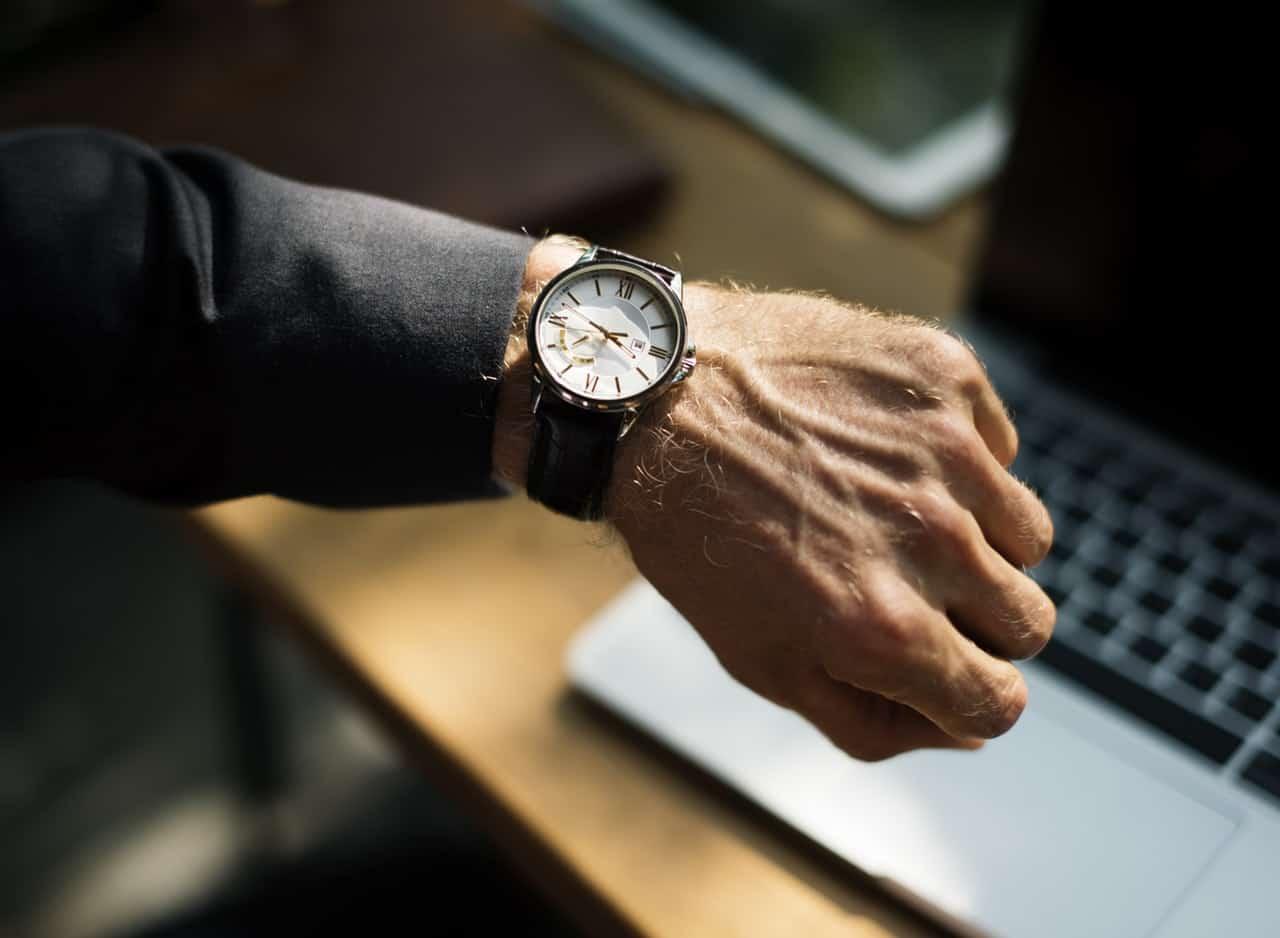 Jam Tangan Premium Simbol Anak Muda Kekinian, datang on time, jangan datang terlambat, manfaat on time