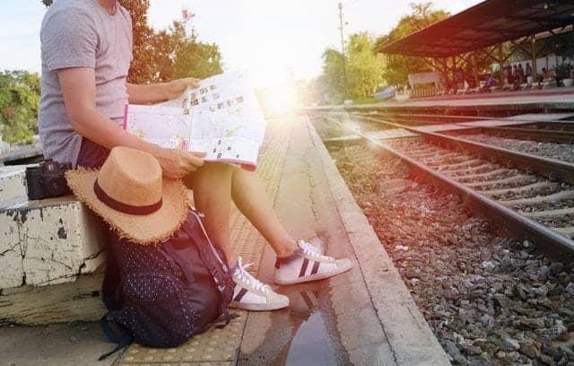 traveling dengan kereta api, packing holiday, liburan, perlengkapan, bawaan barang