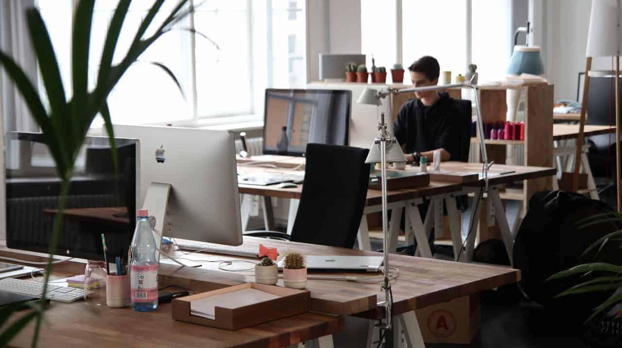 Berbagai Desain Model Meja Kantor Modern dan Minimalis, lomba blog april, kontes seo april, lomba menulis april,furnitur office, perangkat kantor, komputer kantor, jalan kantor, kantor Jembo Cable