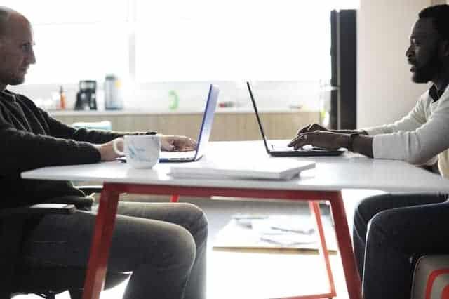 cara menulis konten blog, meja kantor, tempat kerja, meja akrilik, Astari Niagara Internasional