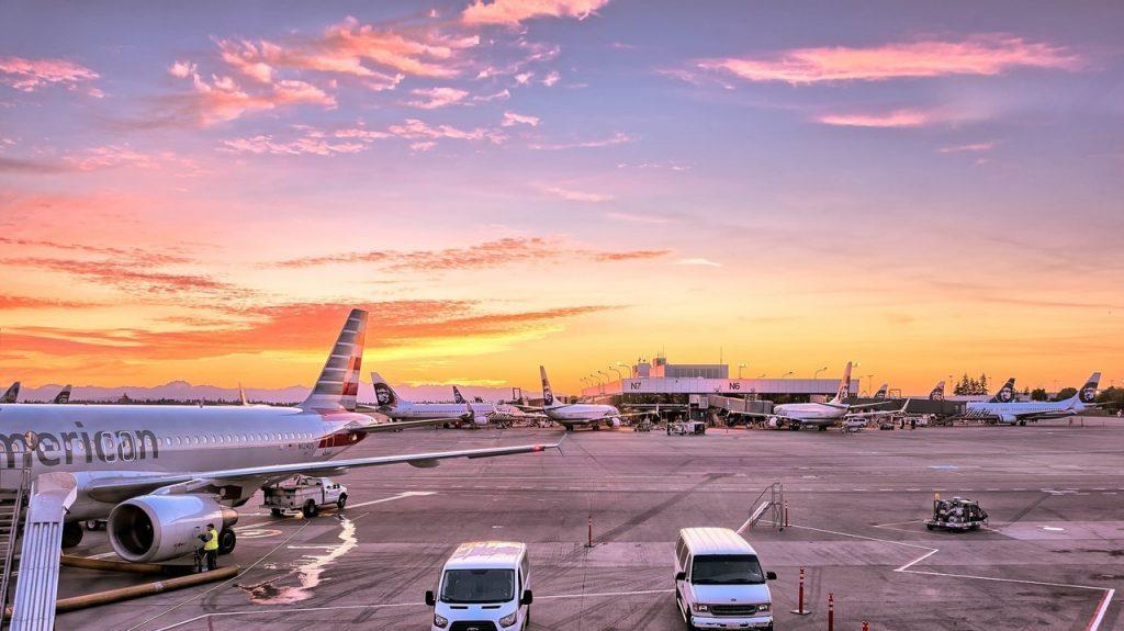 cover ide bisnis traveling dan tiket modern