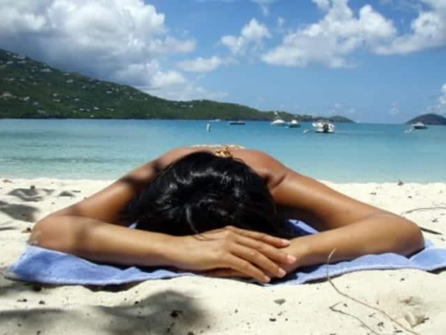 alas kain, kain pantai, berjemur dipantai, refresing di pantai