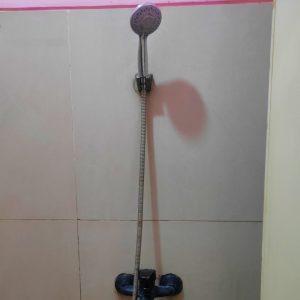 shower kamar keluarga