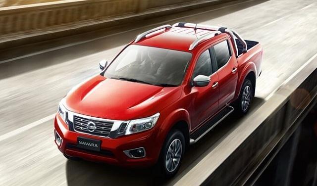 Nissan Navara Merah