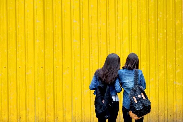 pilihlah celana jeans yang bagus dan sesuaikan dengan bentuk tubuh khususnya para wanita