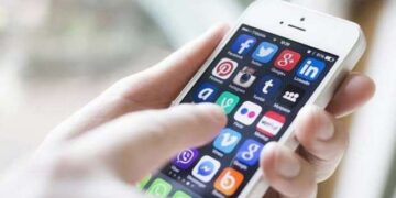 Ingin Smartphone Selalu Awet? Hindari 6 Kebiasaan Ini!, Meng-install Aplikasi dari Sumber Gak Jelas
