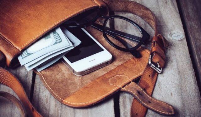 √ 4 Rekomendasi Kredit Online Bunga Rendah & Proses Mudah, Menyimpan dalam Tas Tanpa Memberi Pelindung HP, rekomendasi aplikasi kredit hp online, rekomendasi aplikasi kredit online, rekomendasi kredit hp online, rekomendasi kredit online, rekomendasi kredit online terpercaya,