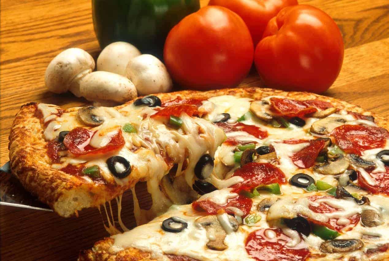 Pizza italia, Lezat, halal, bermutu, ciri khas pizza asli Italia, Futuready, menyantap pizza, perjalanan eropa, masyarakat italia