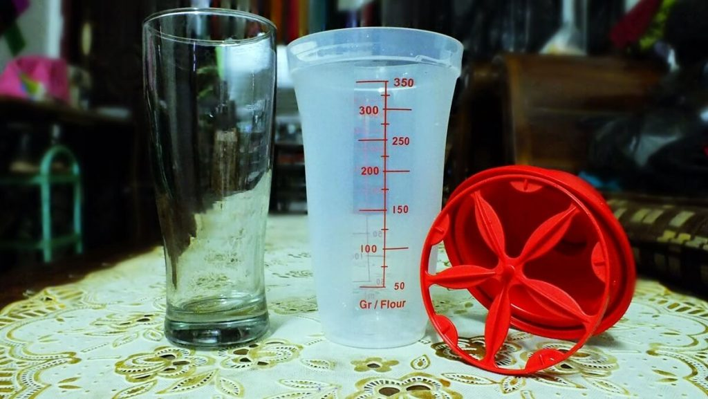 shaker tupperware, gelas murah. fotografi alat, cara membuat milkshake favorit gue